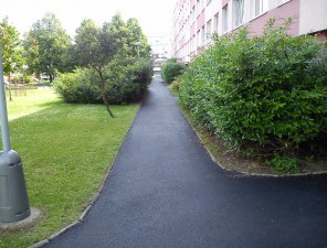 Oprava chodníku v části ul. Cítolibská, U Pramenu a Zahradní, Louny - živičný koberec